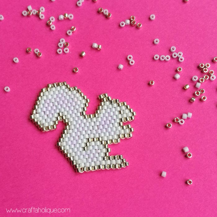 How to make a beaded squirrel - free brick stitch pattern from Craftaholique