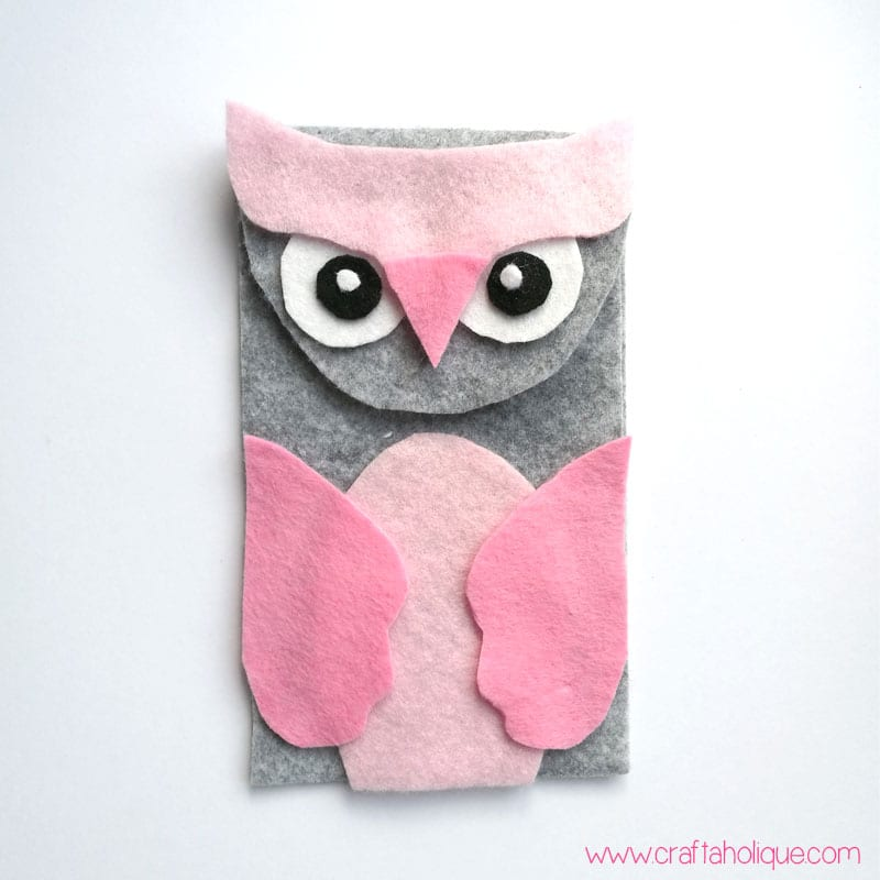 40652066a2e410 How to Make a Felt Owl Mobile Phone Case | Craftaholique