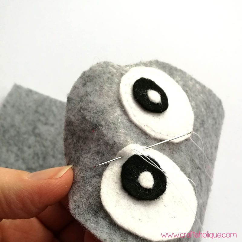 Easy sewing project - felt owl mobile phone case