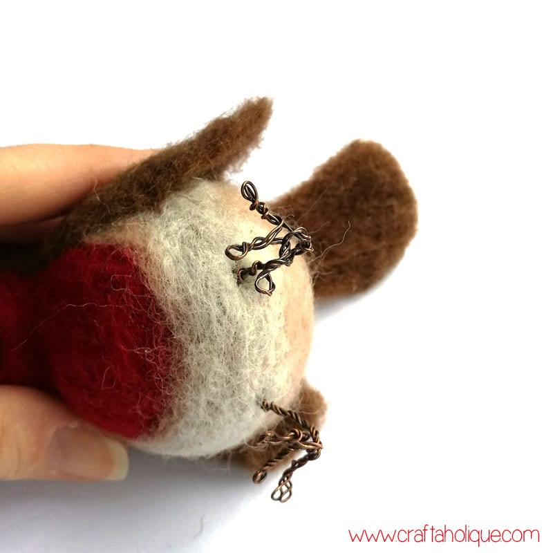 Making wire feet for needle felted robin project