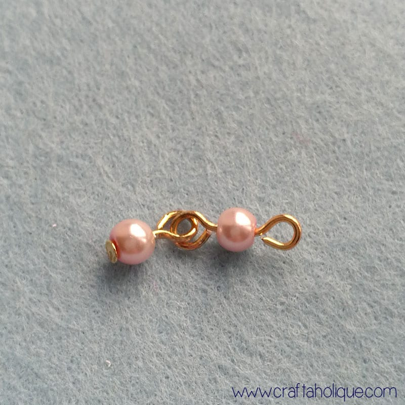 Beaded bracelet ideas - making beaded strands with glass pearls and gold tone headpins