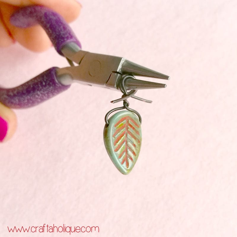 How to make loops in wire - wirework earrings tutorial