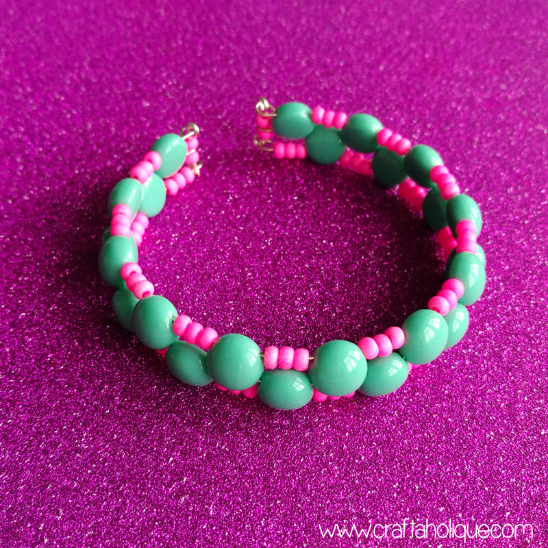 Candy bead and memory wire bracelet tutorial by Craftaholique