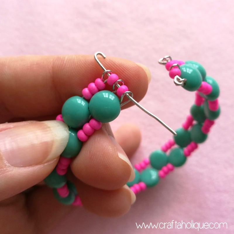 Memory wire bracelet project for beginners
