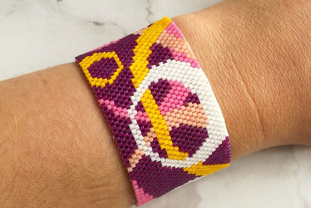 Circle design peyote stitch bracelet pattern by Craftaholique