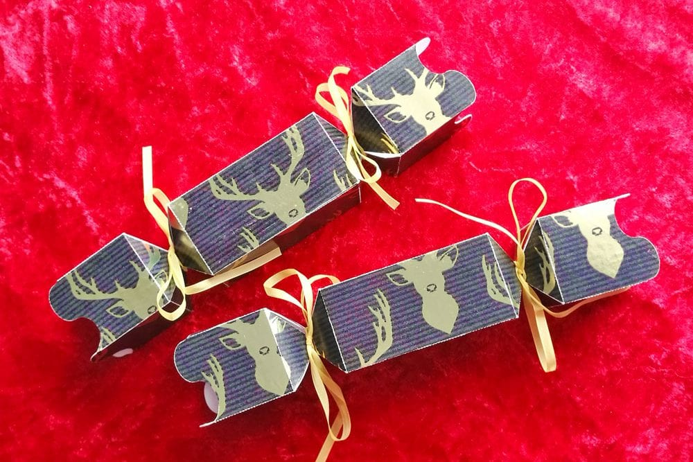 How to make christmas crackers - paper craft tutorial with Silhouette Cameo