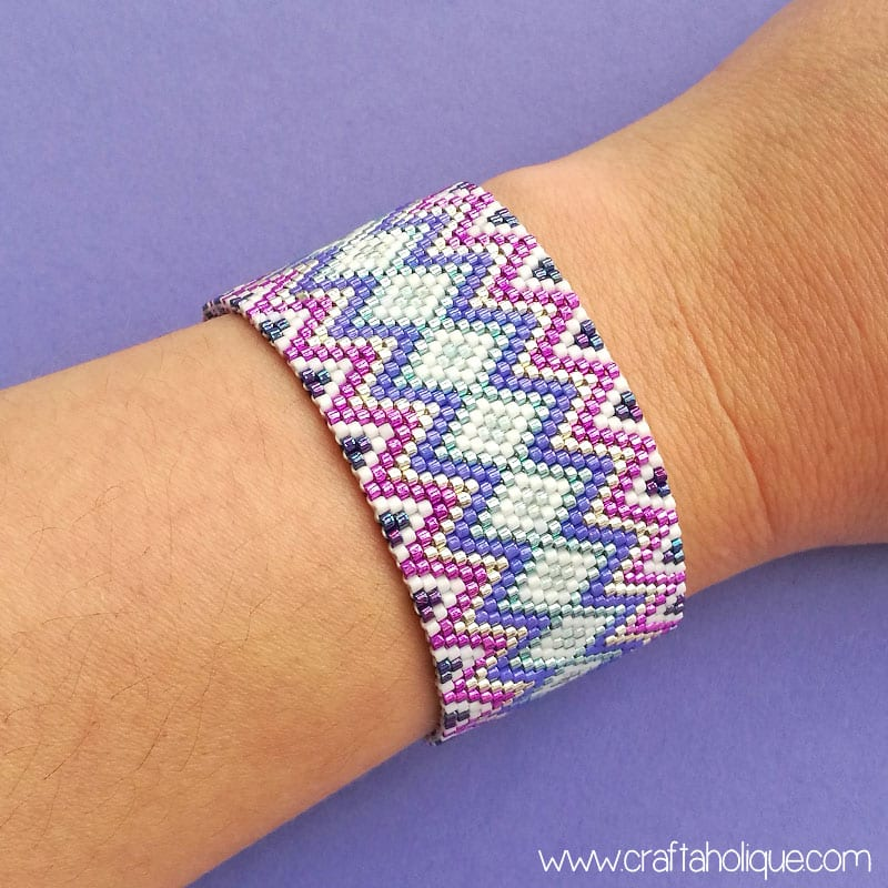 Easy Peyote Stitch Bracelet Pattern - Zig Zag Jazz by Craftaholique
